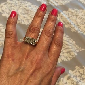 Jewelry - Beautiful diamond cocktail ring